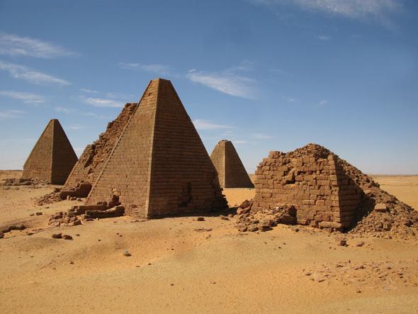 Nubian Pyramids of Sudan - Image: retrotraveller