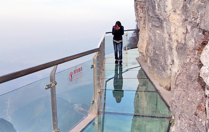 Skywalk-Tianmen-Mountain-China-2