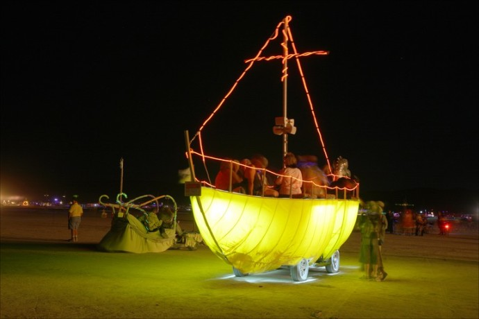 yellow-boat-art-car