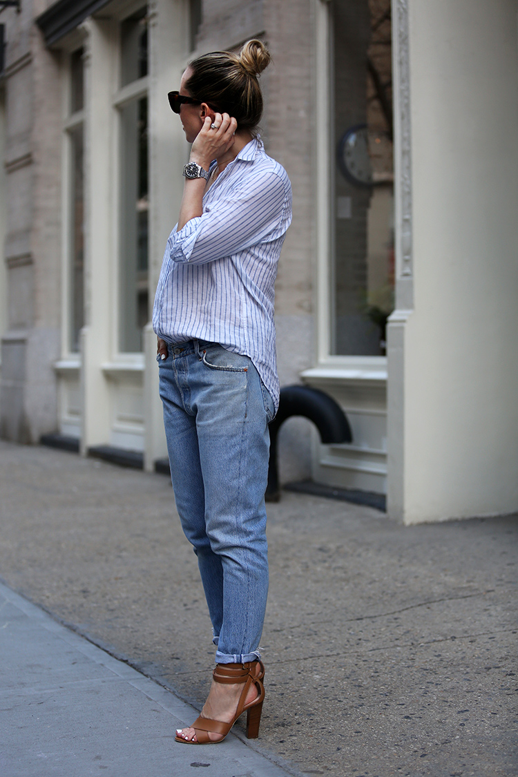 casual summer style in boyfriend jeans - brooklyn blonde