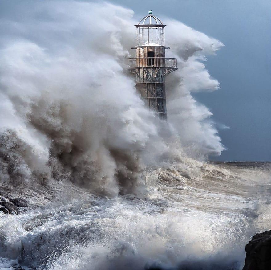25 Awe-Inspiring Photos Of Lighthouses – Mutually