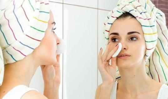 20 Secrets the Beauty Industry Doesn't Want You to Know 11 Secrets the Beauty Industry Hid From You, 11 Beauty Secrets That The Glamour Industry Doesn't Want You To Know, The Best-Kept Beauty Secrets From The Glamour Industry Revealed