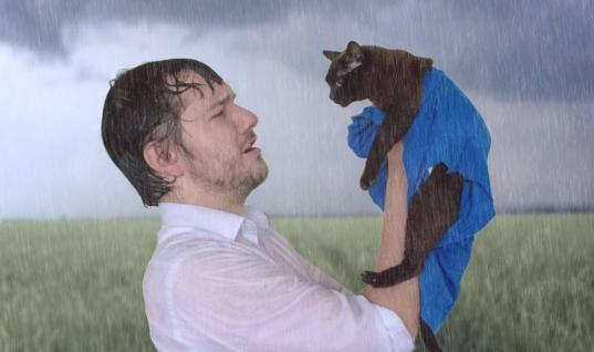 Man And His Cat Recreate Famous Movie Scenes And It Is Hilarious