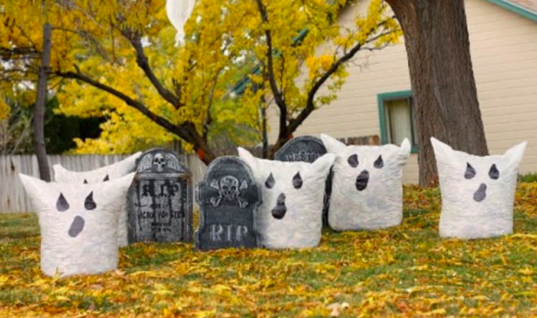 Turn Your Front Yard Into A Spooky Masterpiece With These 15+ DIY Outdoor Halloween Decorations