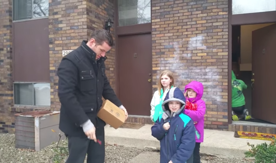 Kids Surprise Their Color Blind Dad With A Special Glasses, Now Watch His Reaction When He Gets To See Them For The First Time
